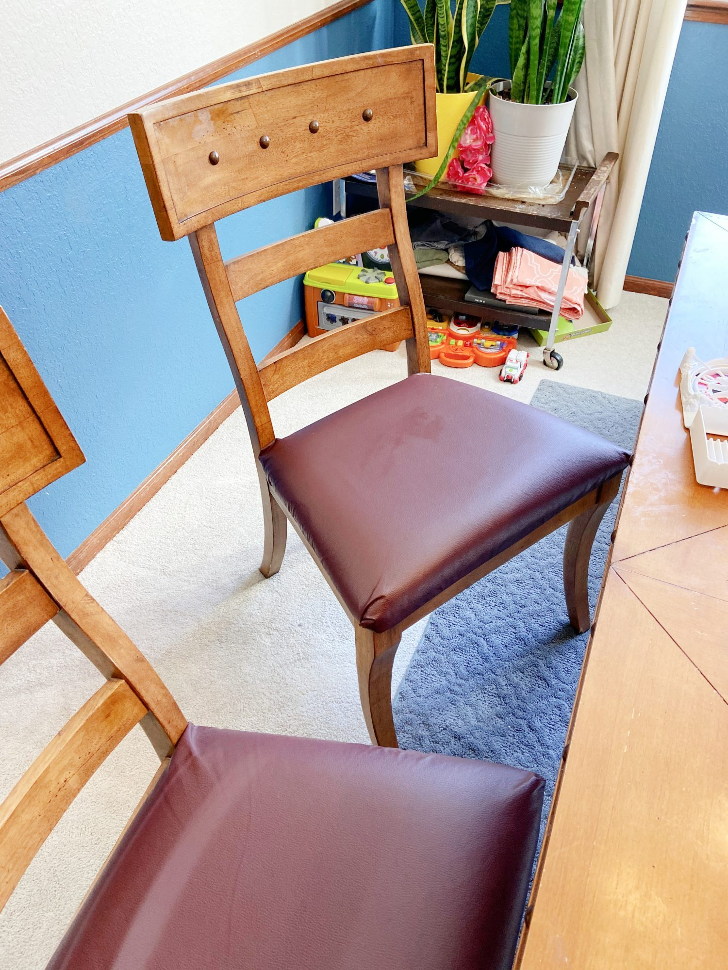 How to Easily Recover Dining Room Chairs
