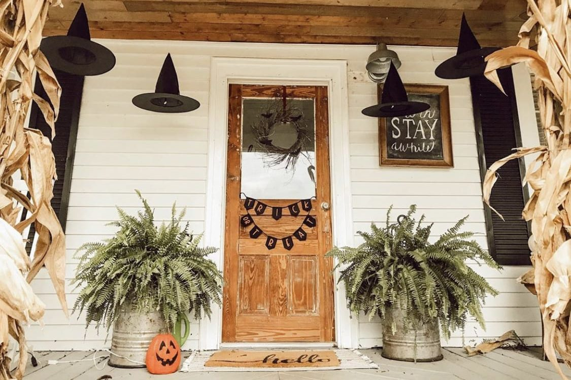 Spooky Stoops- A Halloween Decorating Guide for Every Kind of Mom